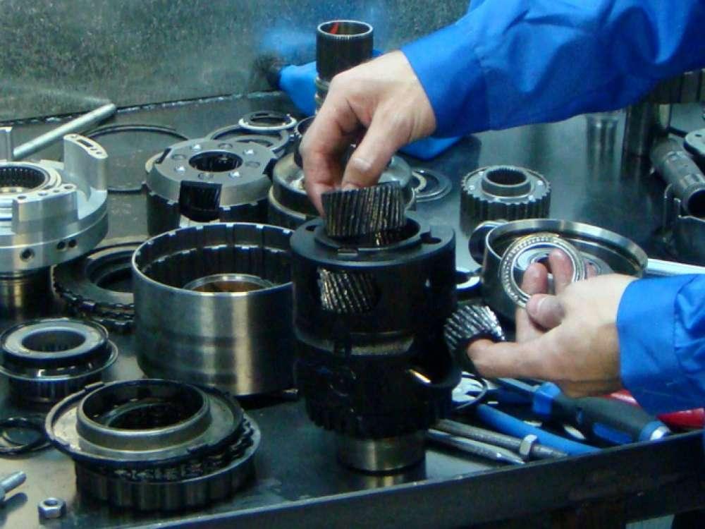 Замена поломанных частей КПП робот